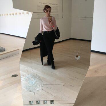 Allein im Museum im Kanada - Auf der Jagt nach coolen Selfie-Möglichkeiten.